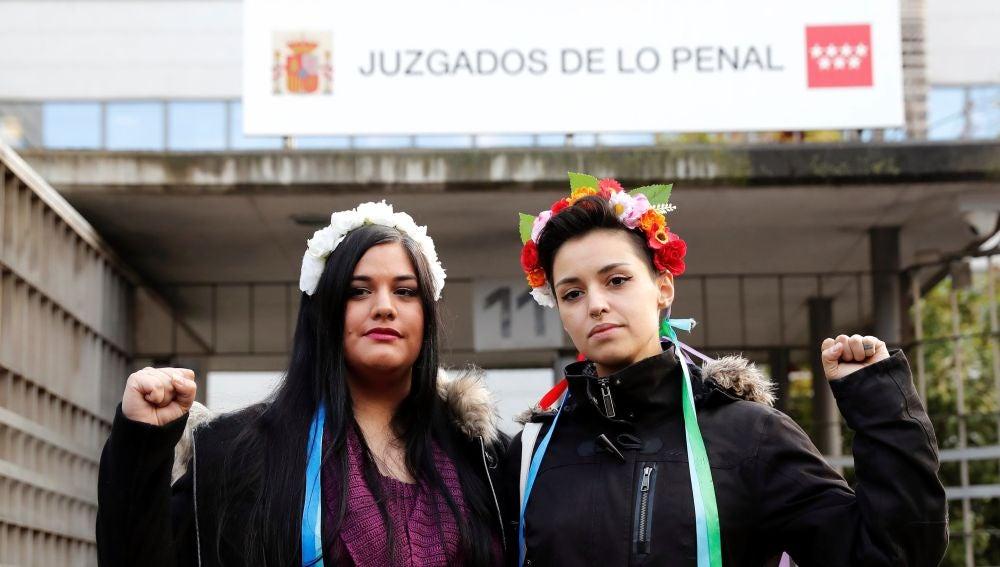 Las dos activistas de Femen que hoy son juzgadas en el Juzgado de lo Penal número 23 de Madrid