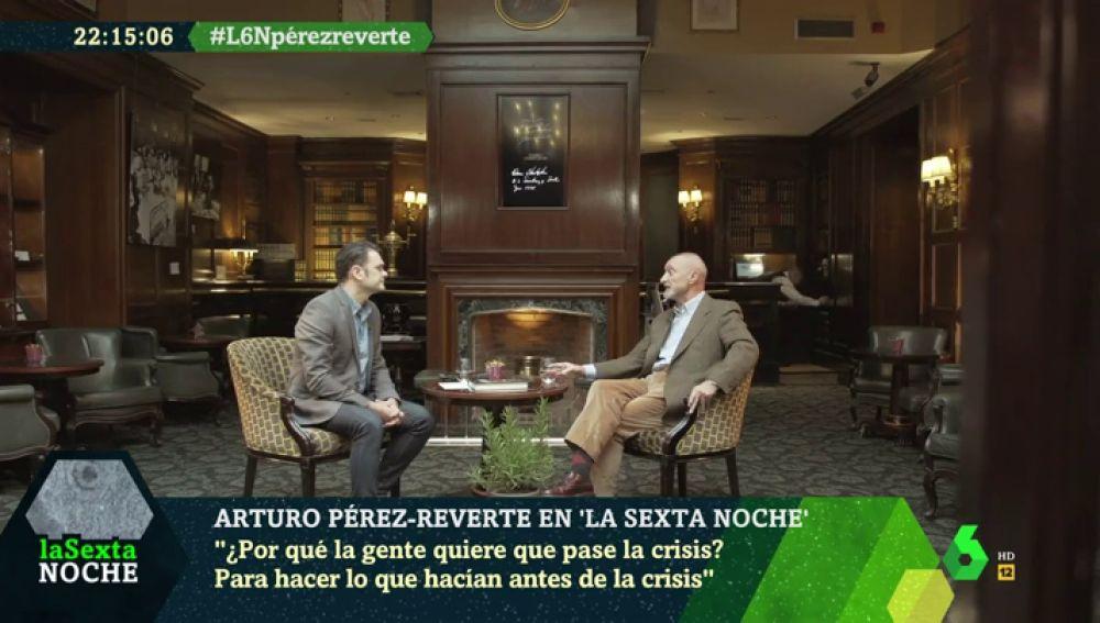 """La alarma de Arturo Pérez-Reverte sobre los problemas del siglo XXI: """"La clase media está desapareciendo"""""""