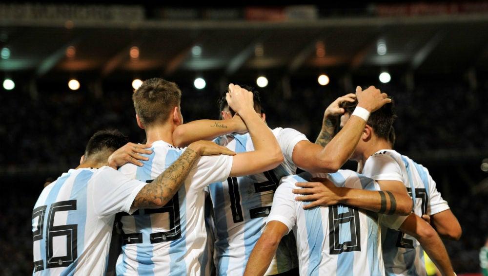 Argentina celebra un gol