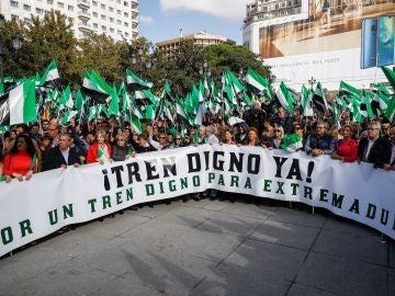 """Cientos de personas se han concentrado hoy en Madrid para exigir un """"tren digno y del siglo XXI"""""""