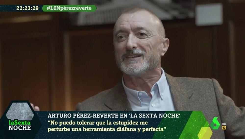 """Esto es lo que le parece a Arturo Pérez-Reverte que Iñaki López desee unas """"buenas noches a todxs y todes"""" en laSexta Noche"""