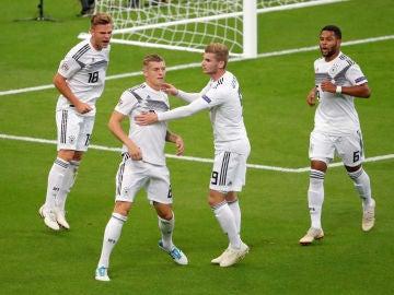 Werner felicita a Toni Kroos tras marcar con Alemania 9081d9f3c549b