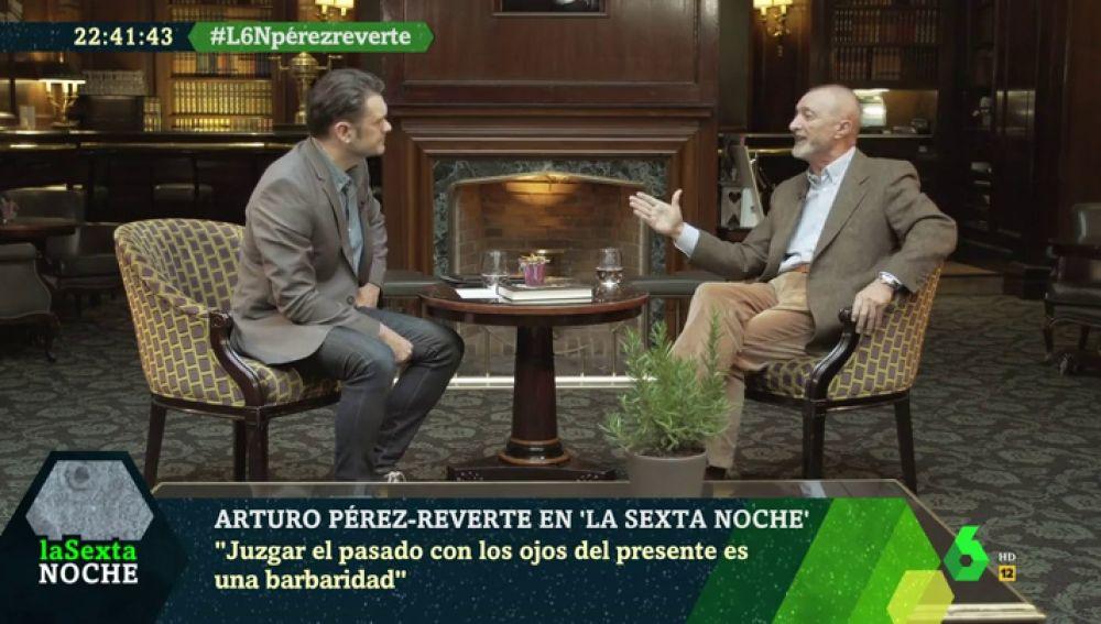 """Arturo Pérez-Reverte responde a los críticos con el descubrimiento de América: """"Juzgar el pasado con ojos del presente es una barbaridad"""""""