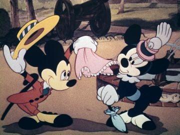 La versión de 1941 de Mickey Mouse y su compañera Minnie