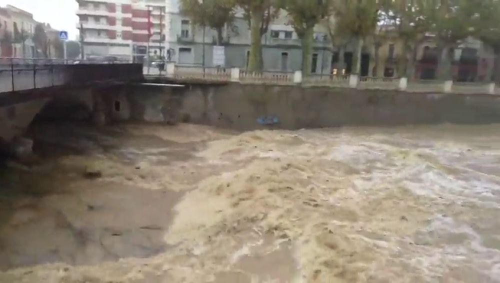 El fuerte temporal deja carreteras inundadas y cortes en el suministro eléctrico en Girona