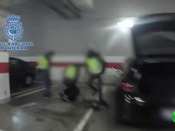 La Policía detiene a tres personas por tráfico de droga en un centro comercial de Madrid