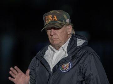 Donald Trump visita las zonas afectadas por el incendio en California