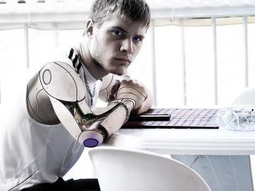 Adolescente robótico