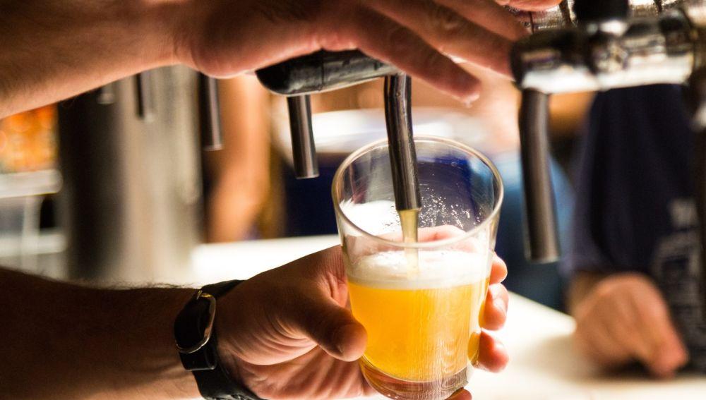 Al contrario de lo que muchos podrían pensar al tratarse de una bebida fermentada, la cerveza no causa molestias en la digestión