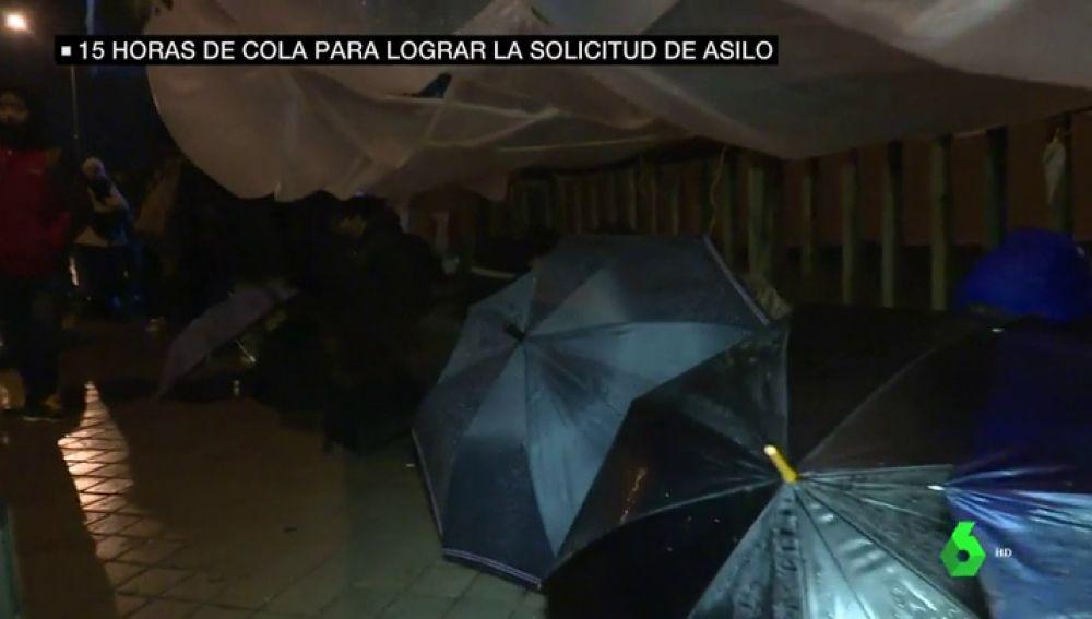 Horas de espera, bajo la lluvia y con riesgo de hipotermia: cuando España no tiene sitio para otros