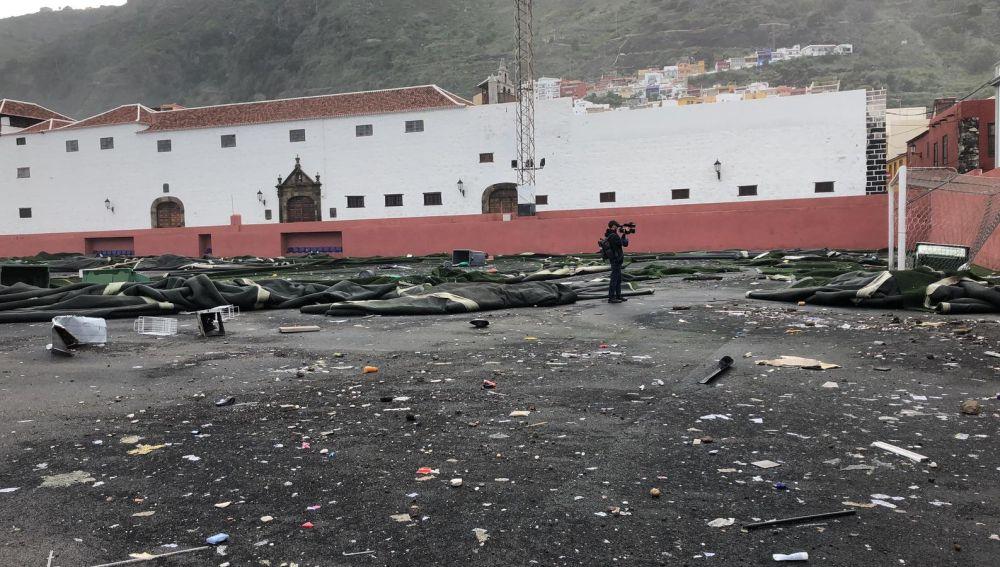 Imagen del campo de fútbol de Garachico, Tenerife, tras el paso del temporal