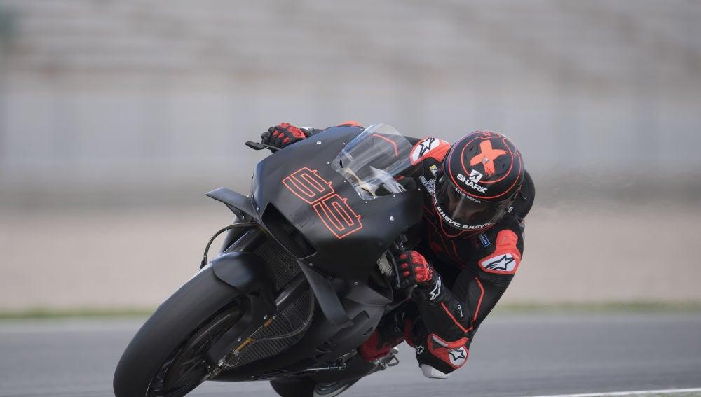 Jorge Lorenzo, subido en su Honda