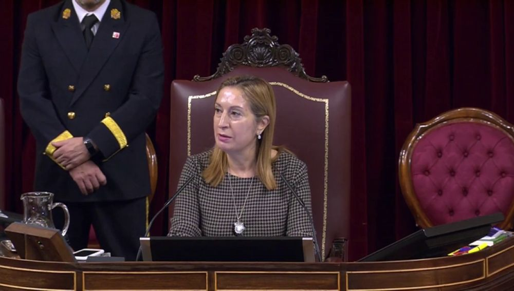 Ana Pastor presidiendo la Mesa del Congreso