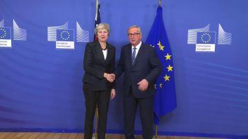 Theresa May se reúne con Jean-Claude Juncker en la Comisión Europea