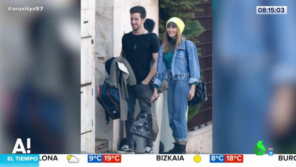 La 'pillada' de Aitana y Miguel Bernardeau en actitud muy cariñosa