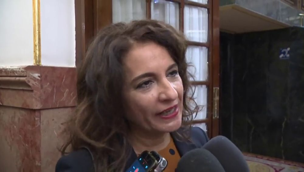 La ministra de Hacienda asegura que el Gobierno no está preocupado por el varapalo de Europa a los presupuestos