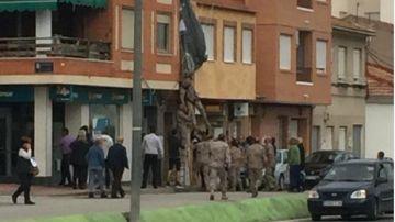 Un paracaidista se estrella contra la fachada de un edificio en Murcia