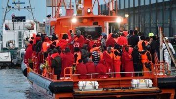 Migrantes rescatados en el mar de Alborán