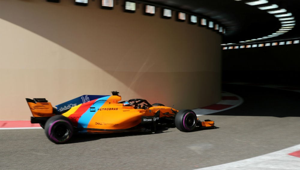 Fernando Alonso, en el túnel de Yas Marina