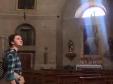 El impresionante canto de una chica una una iglesia vacía de Granada que triunfa en Internet