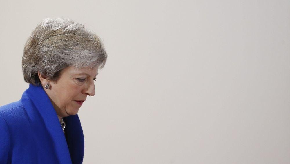 Theresa May antes de una rueda de prensa