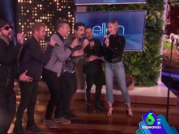 Emily Blunt se enfrenta a su miedo más atroz con la ayuda sorpresa de los Backstreet Boys: cantar delante de un montón de gente