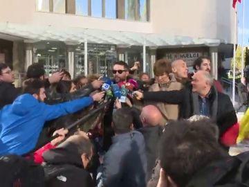 """""""Malnacido"""", """"desgraciado"""", """"tenías que irte de España"""": gritos a Dani Mateo tras declarar por sonarse con la bandera"""