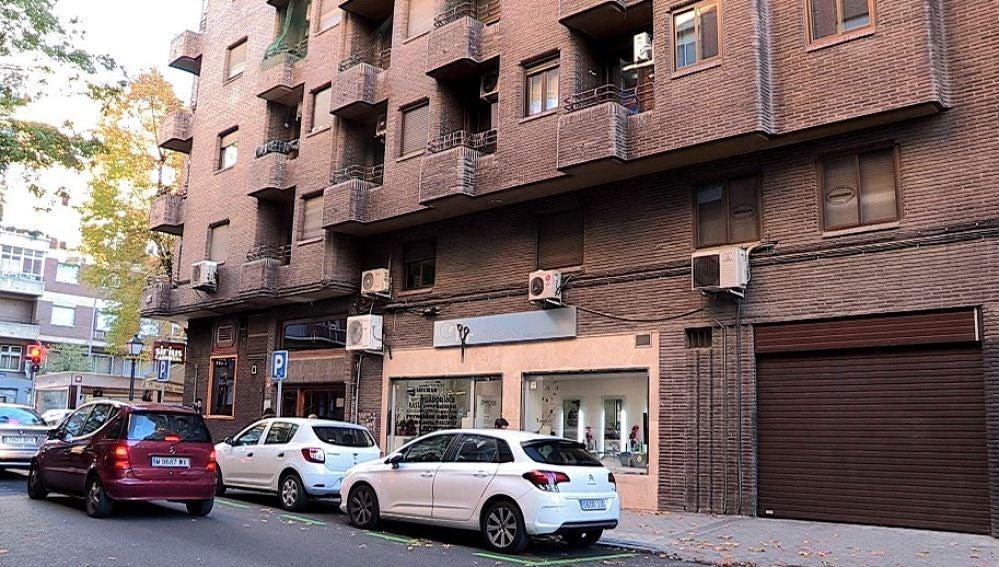 Vista del edificio donde una mujer de 65 años se ha suicidado