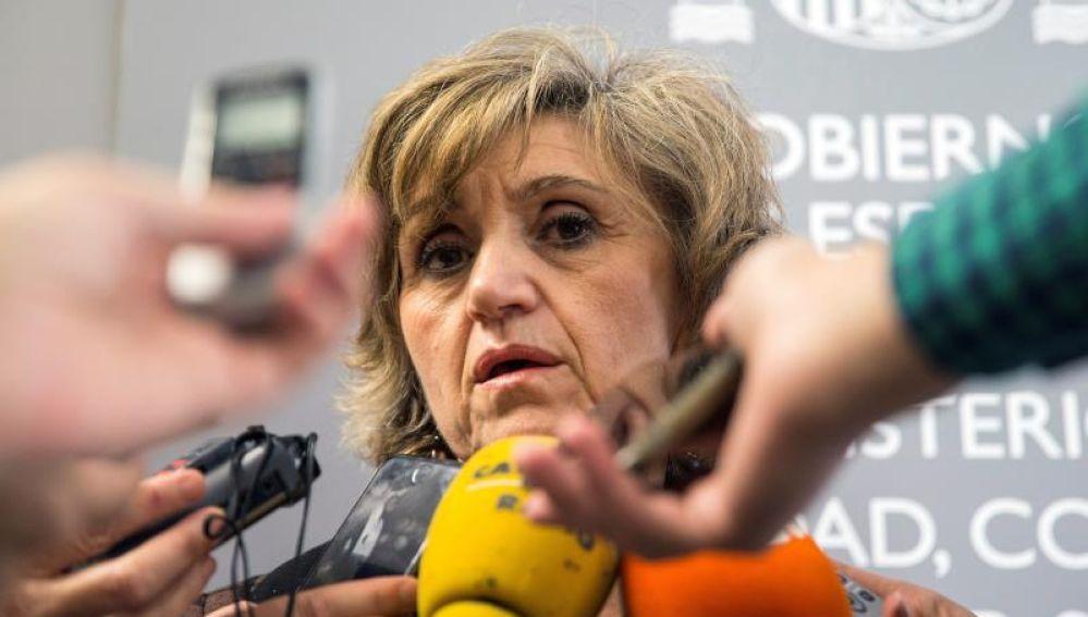 La ministra de Sanidad, María Luisa Carcedo, atiende a los medios