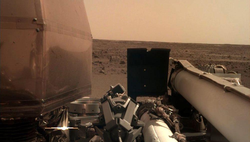 Nueva imagen de la sonda InSight tras su llegada a Marte