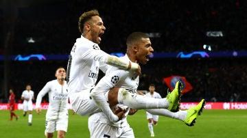 Neymar y Mbappé, eufóricos con el gol del PSG