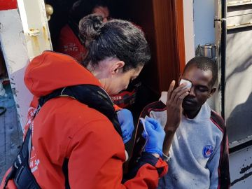 Un migrante a bordo del pesquero español Nuestra madre de Loreto