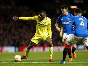 Una disputa de balón en el Rangers vs Villarreal
