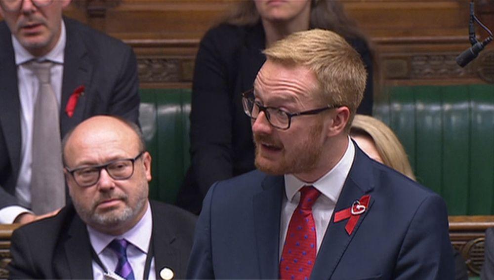 El laborista Lloyd Russell-Moyle revela en el Parlamento británico que tiene VIH
