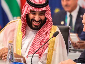 Vladimir Putin junto al príncipe heredero saudí en la cubre del G20