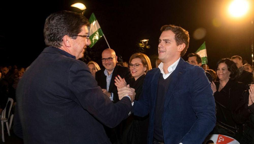 Juan Marín con Albet Rivera durante un acto electoral