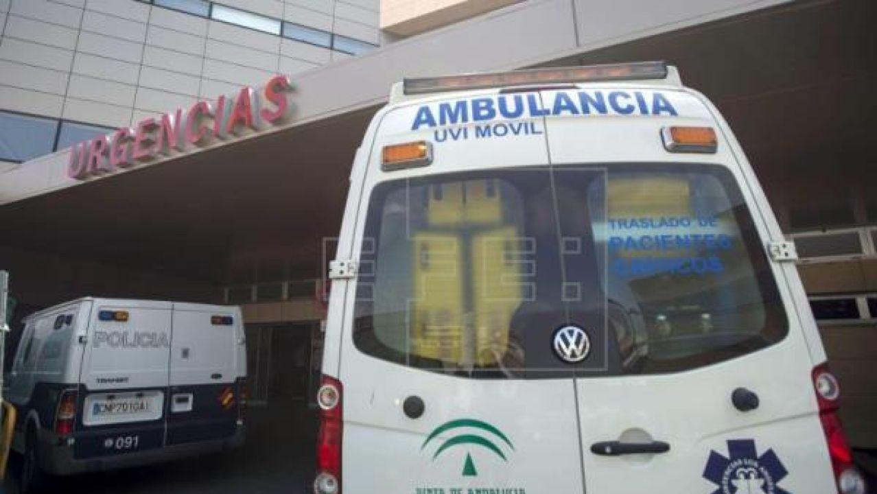 Imagen de archivo de una ambulancia en Andalucía.