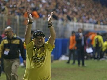 Maradona en un partido de los Dorados