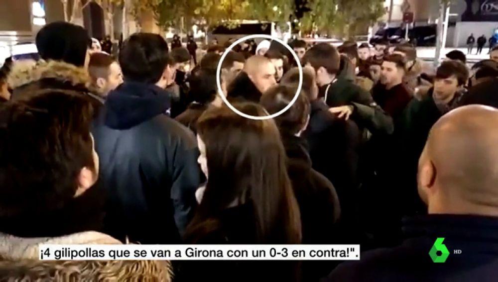 Tensión en Zaragoza: los ultras esperan a los jugadores a la salida y rodean a uno de ellos