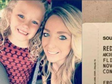 Imagen de la niña que sufrió burlas debido a su nombre y la tarjeta de embarque de Southwest Airlines