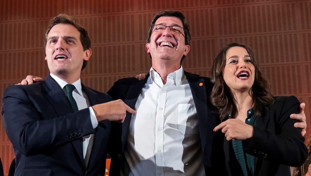 El candidato a la presidencia de la Junta por Ciudadanos, Juan Marín, junto a Rivera y Arrimadas