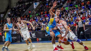 Momento del duelo entre España y Ucrania