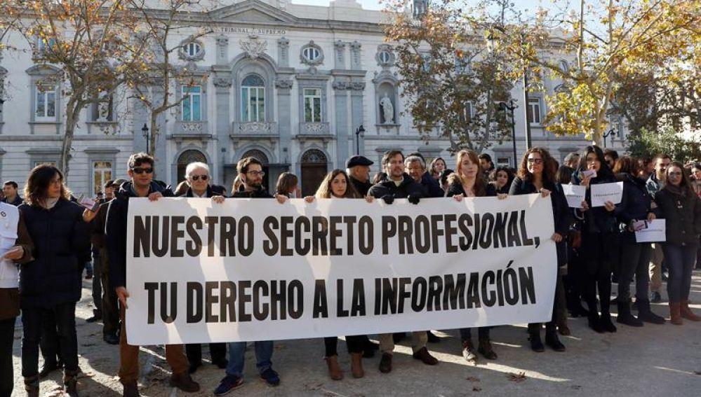 Periodistas se manifiestan en el Tribunal Supremo por el secreto profesional