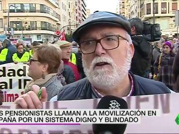 """Los pensionistas vuelven a ocupar las calles de España: """"Yo no sé si algún diputado pasaría al mes con este dinero"""""""