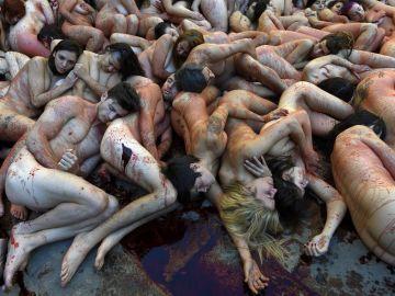 Activistas desnudos protestan por los derechos de los animales