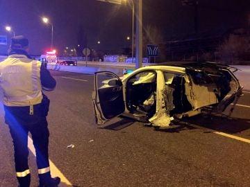 Imagen de cómo ha quedado un vehículo tras un accidente de tráfico en la M-11