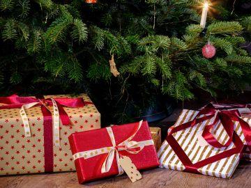 Regalos de Navidad bajo el árbol