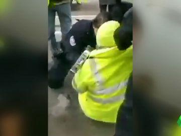 Indignación en Francia por el disparo de un artefacto explosivo muy cerca de un chaleco amarillo