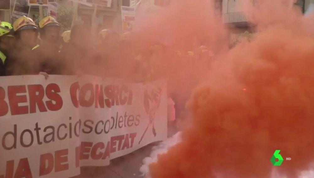 Los bomberos se movilizan en Valencia contra la precariedad