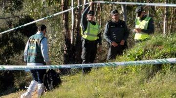 Efectivos de la Guardia Civil inspeccionan el paraje La Mimbrera en el término municipal de El Campillo